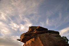 Roca púrpura de la puesta del sol Imagenes de archivo