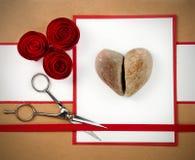 Roca, papel y tarjeta del día de San Valentín de las tijeras Fotos de archivo