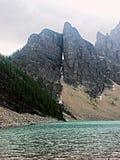 Roca partida de la montaña Imagenes de archivo