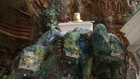 Roca pintada y esculpida almacen de metraje de vídeo