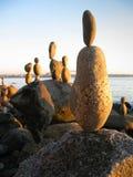 Roca que balancea por el océano Foto de archivo libre de regalías