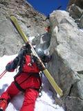 Roca que sube del esquiador del viaje Fotos de archivo libres de regalías