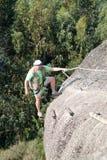Roca que sube del hombre Foto de archivo
