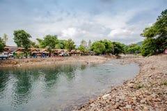 Roca redonda en el río Fotografía de archivo