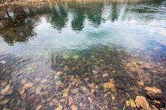Roca redonda en el río Foto de archivo libre de regalías