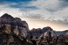 Roca roja en la puesta del sol Foto de archivo libre de regalías
