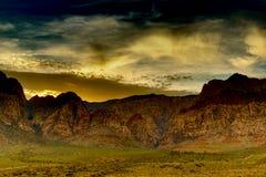 Roca roja en la puesta del sol Fotografía de archivo