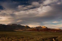 Roca roja en la puesta del sol Imagen de archivo