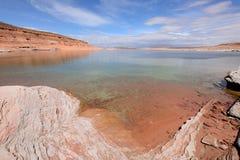 Roca roja y lago azul Imagen de archivo