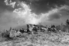 roca romántica de Brunhildis en la cima del Feldberg foto de archivo libre de regalías