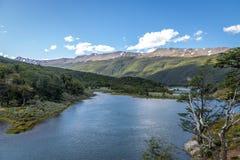 Roca sjö på Tierra del Fuego National Park i Patagonia - Ushuaia, Tierra del Fuego, Argentina Royaltyfria Bilder