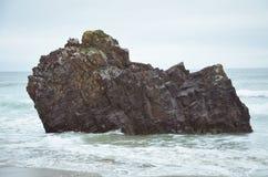 Roca a solas en el océano Fotografía de archivo libre de regalías