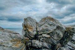 Roca tallada glaciar en la costa de Nueva Inglaterra Foto de archivo libre de regalías
