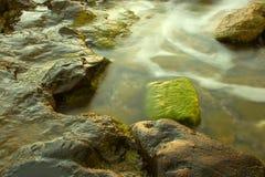 Roca verde Fotos de archivo libres de regalías