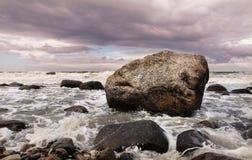 Roca y agua Imagenes de archivo