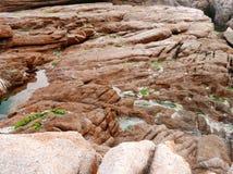 Roca y algas del granito en la costa de Shek O en Hong Kong Fotos de archivo