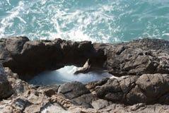 Roca y mar Fotos de archivo