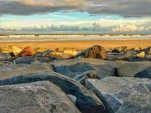 Roca y mar Imagenes de archivo