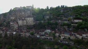Rocamadour-Talansichten: Dorf auf Abhang, Schloss auf die Oberseite stock video