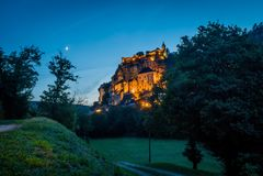 Rocamadour vid natt Royaltyfria Foton