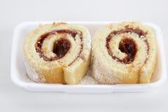 Rocambola Dolce rotolato della pasta della guaiava Alimento brasiliano immagine stock
