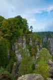 Rocas alrededor del puente de Bastei Fotos de archivo libres de regalías