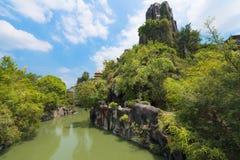 Rocas artificiales en parque de atracciones Imagen de archivo