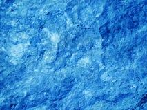 Rocas ascendentes cercanas del azul Imágenes de archivo libres de regalías