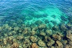 Rocas azules del océano Imagen de archivo