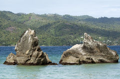 Rocas cerca a la playa en Cayo Levantado, República Dominicana Imágenes de archivo libres de regalías
