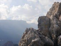 Rocas, cielo y gaviota Imagen de archivo
