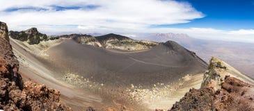 Rocas coloreadas en el cráter del volcán El Misti Imagen de archivo libre de regalías