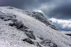 Rocas congeladas en las montañas de Fagaras Imagen de archivo