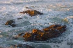 Rocas de De Oro Ocean Fotografía de archivo