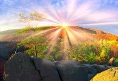 Rocas de Dovbush en Bubnyshche imagen de archivo