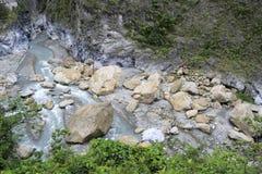 Rocas de la corriente de la garganta del taroko Fotografía de archivo libre de regalías