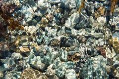 Rocas de la parte inferior del Océano Pacífico imágenes de archivo libres de regalías