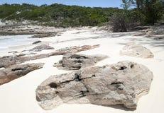 Rocas de la playa de la isla caribeña Fotografía de archivo libre de regalías