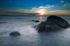 Rocas de la puesta del sol Imagen de archivo libre de regalías