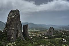 Rocas de Meteora de la piedra arenisca y del conglomerado Foto de archivo libre de regalías