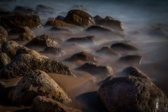 Rocas de niebla Foto de archivo libre de regalías