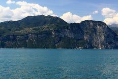 Rocas del lago Garda Fotos de archivo libres de regalías