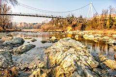 Rocas del río de la pasarela de debajo los di Reno Bologna It de Casalecchio fotografía de archivo libre de regalías