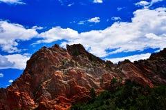 Rocas del rojo azul de cielo Imagen de archivo