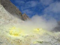 Rocas del sulfuro en la isla blanca Imagen de archivo libre de regalías