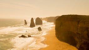 Rocas doce apóstoles en la puesta del sol, Australia Fotografía de archivo