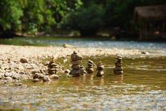 Rocas en agua clara Fotos de archivo libres de regalías
