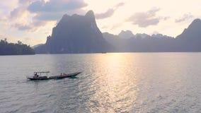 Rocas en Cheow Lan Lake metrajes