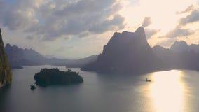 Rocas en Cheow Lan Lake almacen de video