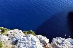 Rocas en el coste en la isla Fotografía de archivo
